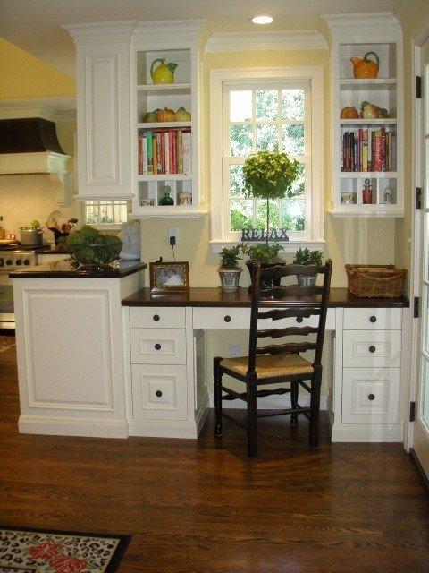 маленький домашний кабинет на кухне