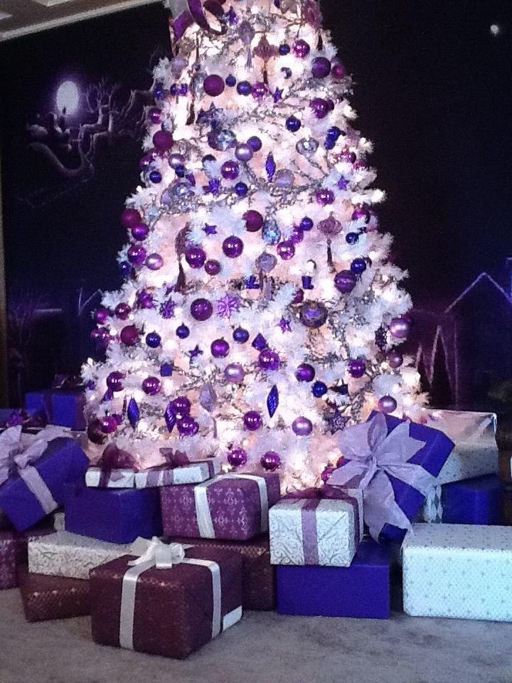 Красивая елка в одном фиолетовом цвете: идеи, фото