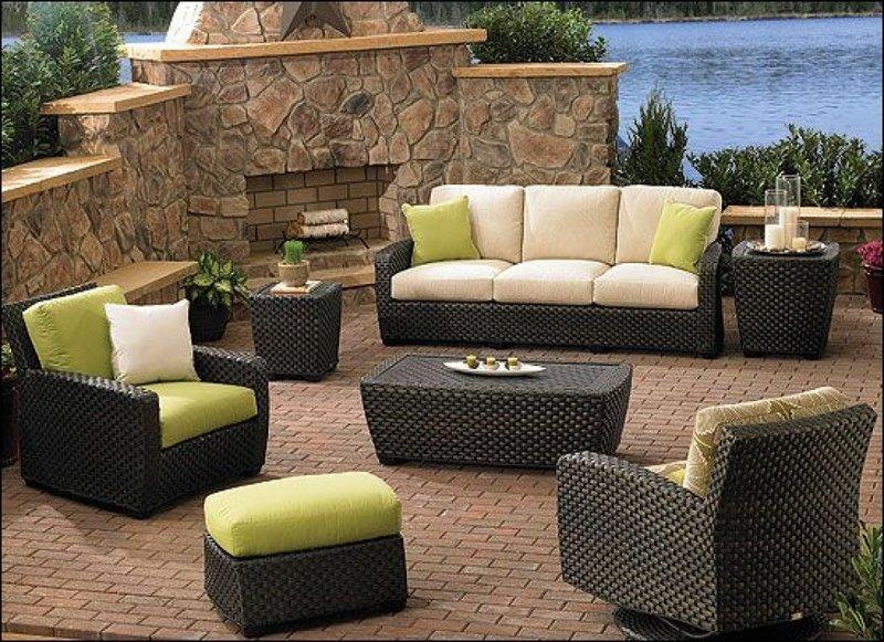 Плетенная мебель для сада.