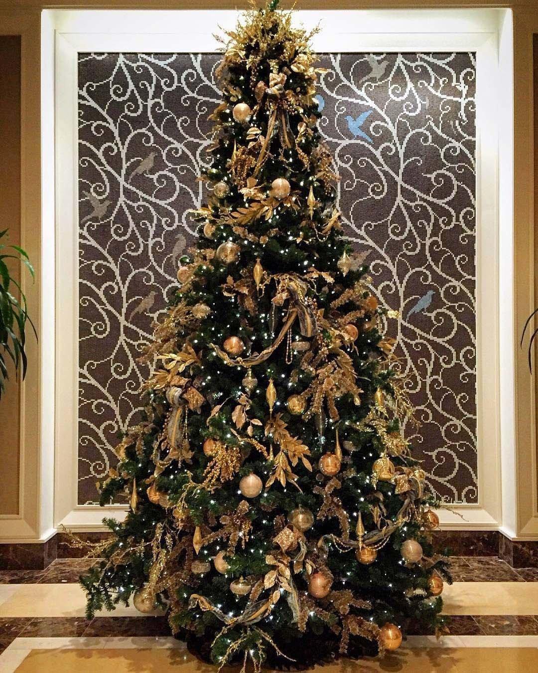 раз украшение елки в красно золотом цвете фото натуральные