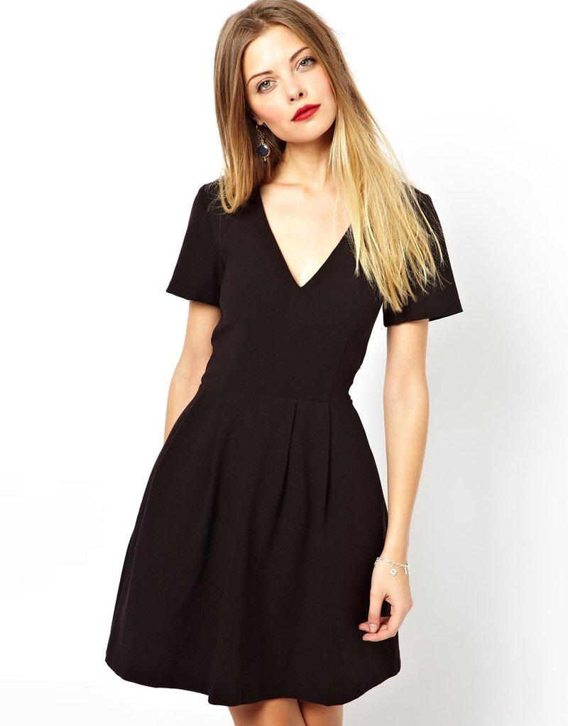 Чёрное платье с v образным вырезом