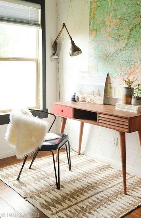 Лампа над рабочим столом