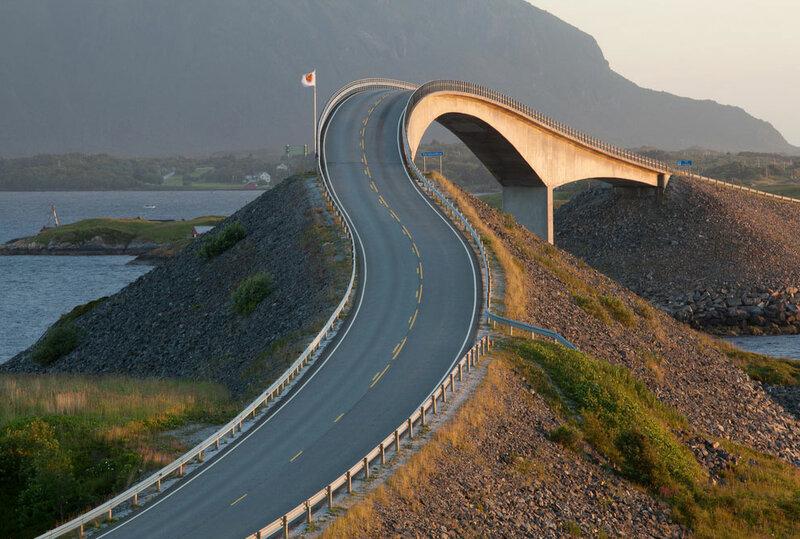Сторсесундетский мост, Норвегия, 1989  Где находится: Атлантическая дорога, округ Ромсдал, Норвегия Тип: консольный, автомобильный Длина: 260 м (главный пролет 130 м)  Это самый длинный из восьми мостов Атлантической дороги — пятимильной трассы, связывающий остров Аверой с материком