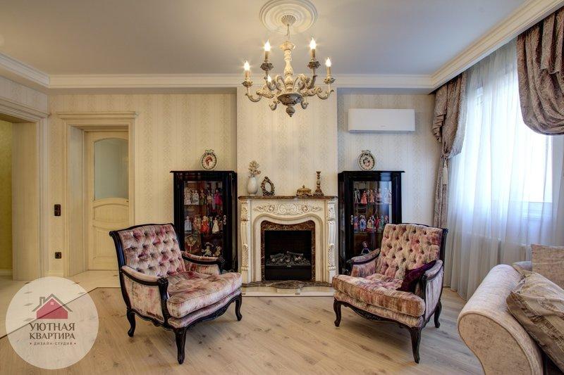 Роскошная гостиная в викторианском стиле. Так и в этой гостиной - уютные и роскошные кресла с бархатной обивкой уживаются с камином, выполненным под старину