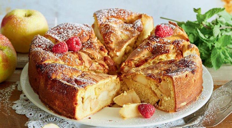 Пирог из яблок шарлотка рецепт с фото