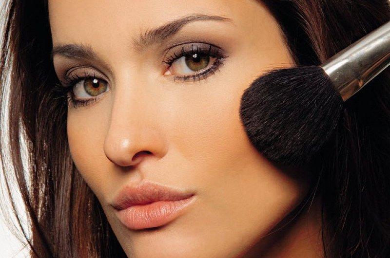 Наш визажист отвечает на самые интересные вопросы по созданию идеального макияжа.