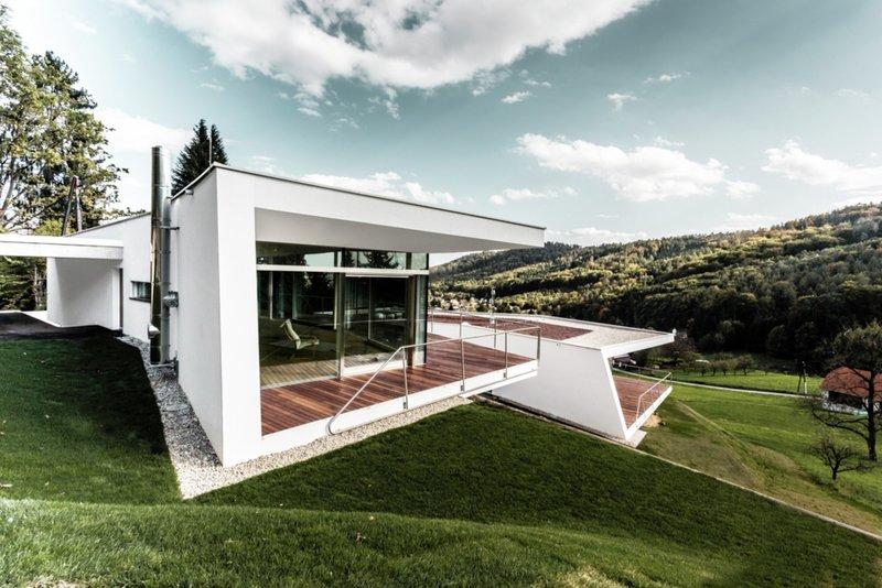 Стильный и очень загадочный современный дом в Европе. Расположение дома в горной местности, прибавляет ему шика - Graz, Austria
