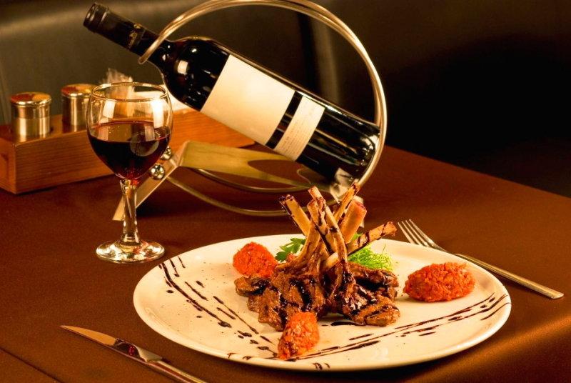Открытки накрытый стол с вином и едой, яркое солнышко картинки