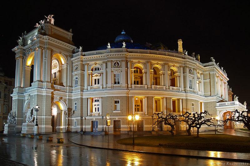 Одесситы называют свой театр оперы и балета самым красивым в мире.