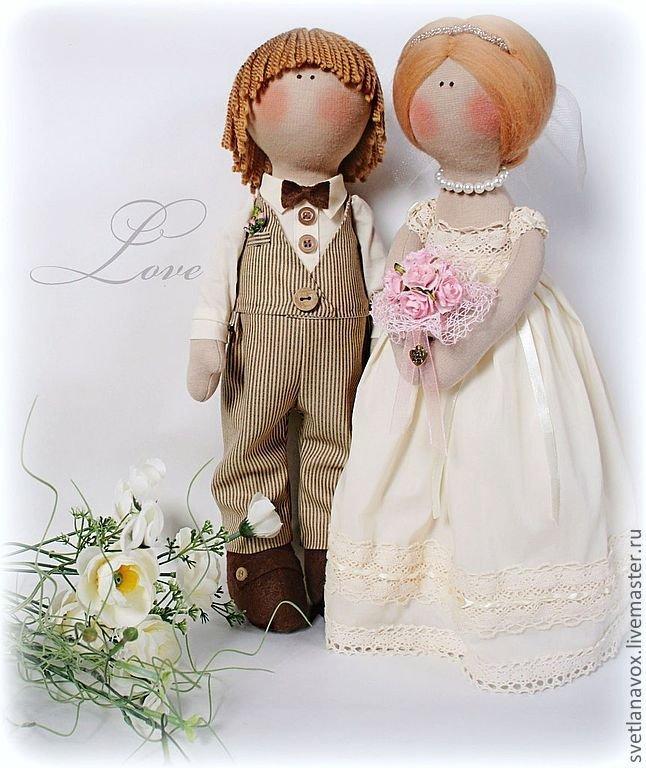 Жених в костюме и невеста в платье .Тильда