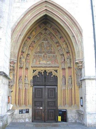 готическая дверь