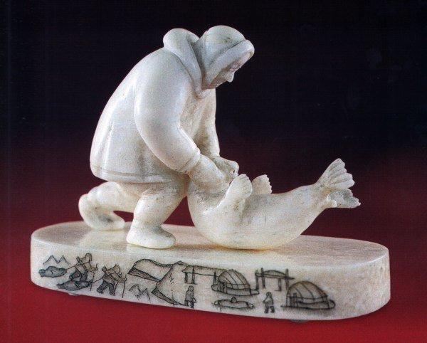 Материал - кость, сюжет - промысел северных людей