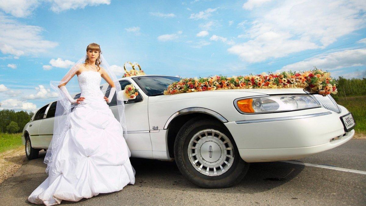 фото жених садится в машину ванильным кремом стружкой