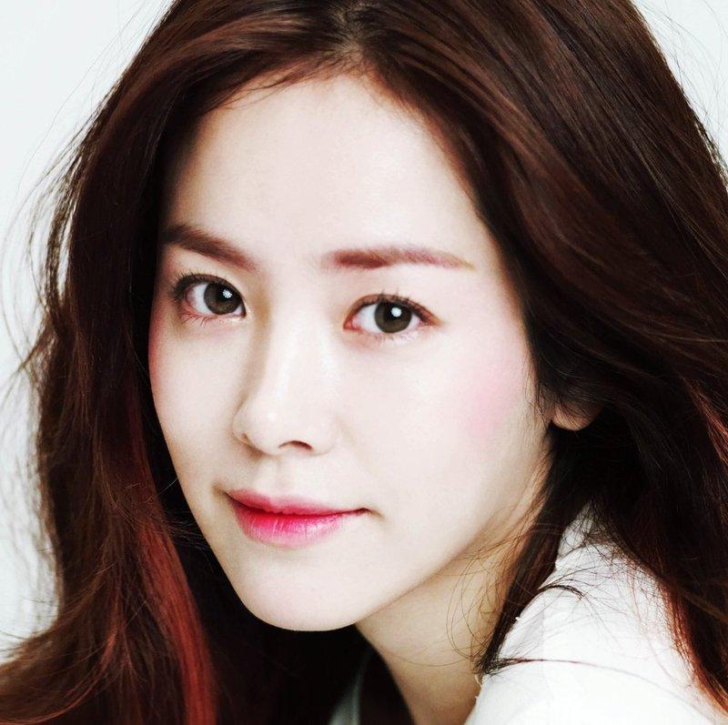 Корректирующий корейский макияж
