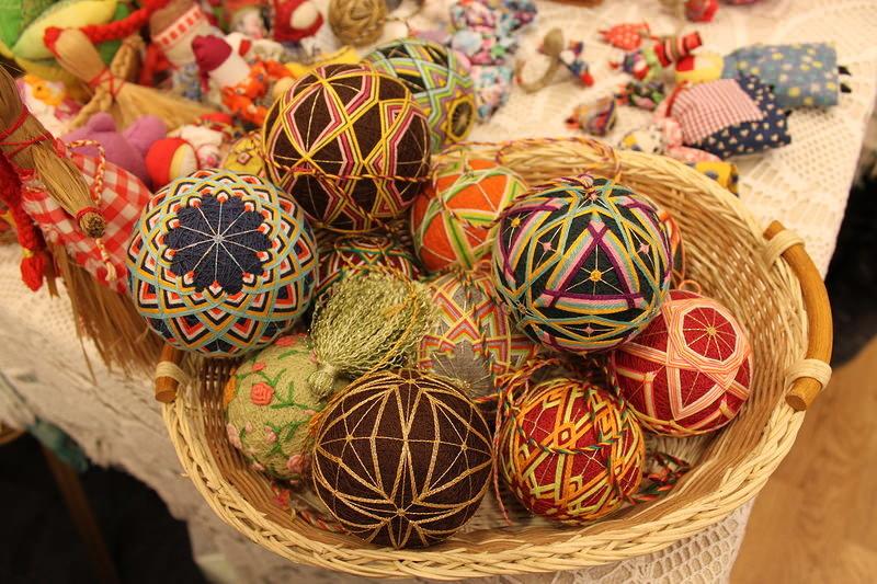 Темари – это древнее японское искусство вышивки, технология которого позволяет создавать уникаль...