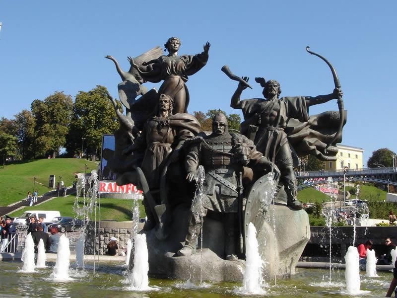 памятники киева фото и название