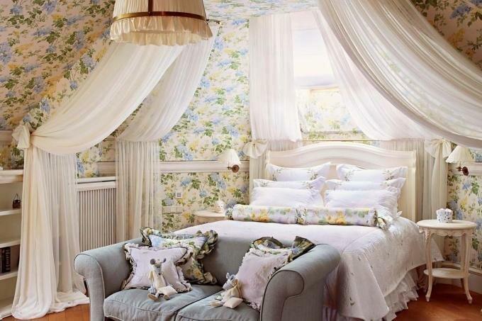 Кровать для детской. Должна занимать большую часть площади