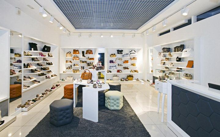 Уникальный и функциональный интерьер магазина обуви