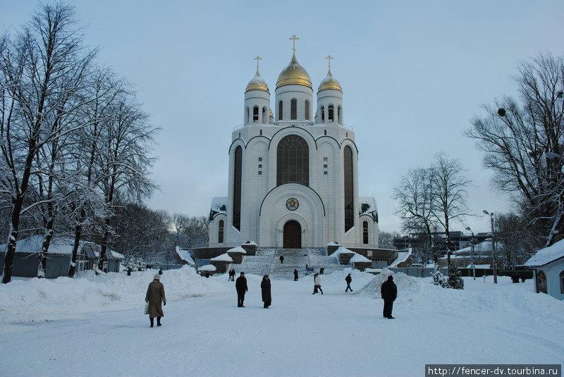 Площадь Победы, главная площадь Калининграда, в любое время года — центр жизни города.