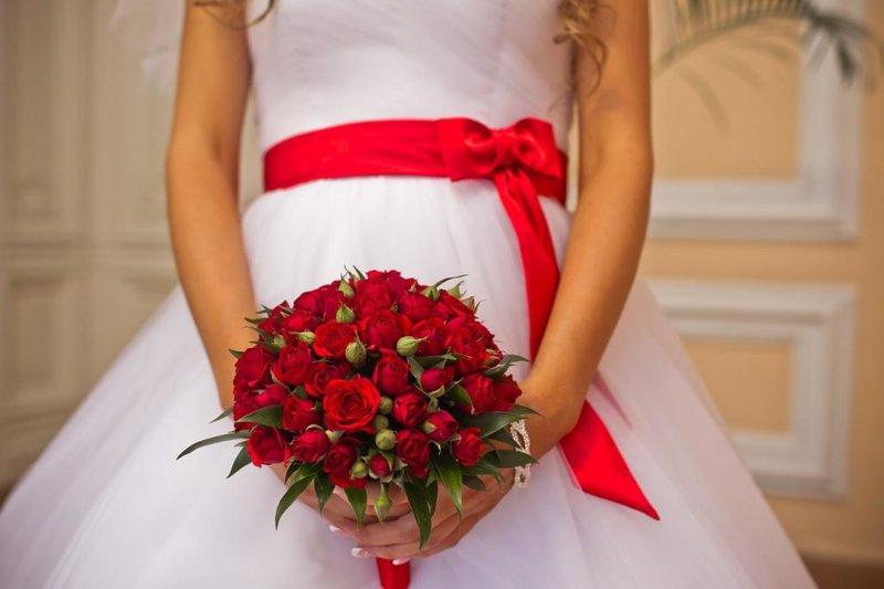 Содержание статьи:1 Букет невесты своими руками из живых цветов