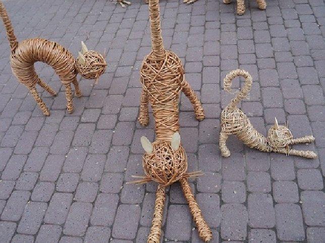 Котики из газетных трубочек