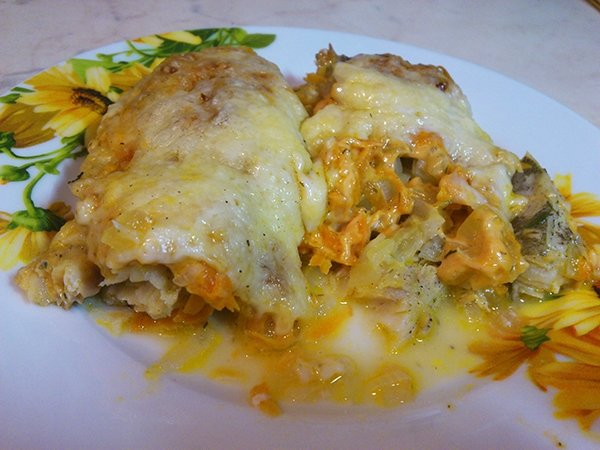 Запечённая сочная рыба в духовке с овощами и сыром