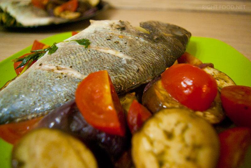 Запеченная дорадо в духовке с овощами