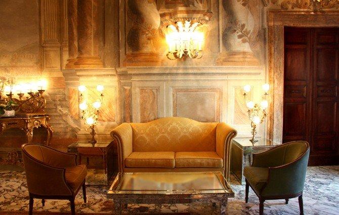 Долой простота и естественность! Да здравствует роскошь, пышность, причудливость форм! – таков девиз стиля барокко. Интерьер в стиле барокко погружает в шикарную обстановку европейских дворцов XVII – XVIII века. Этот стиль не для тех, кто любит поскромничать. Изначально он был призван подчеркнуть высокий статус, богатство и благополучие хозяина дома.