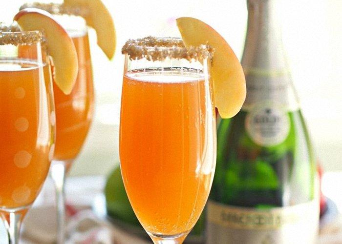 Легкий алкогольный коктейль «Мимоза» на основе шампанского