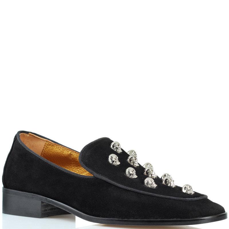 Замшевые туфли Ras на низком каблуке с металлическим декором-черепами цена: 5116 грн размеры: 36-40