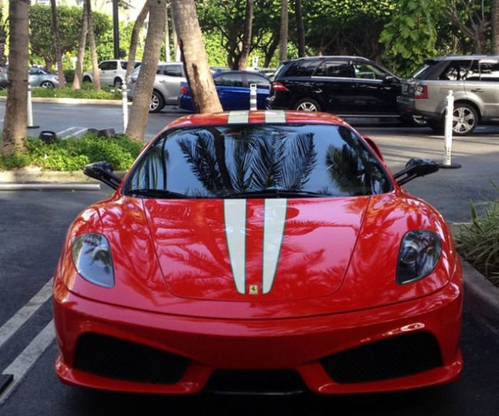спорткар Ferrari 430 Scuderia