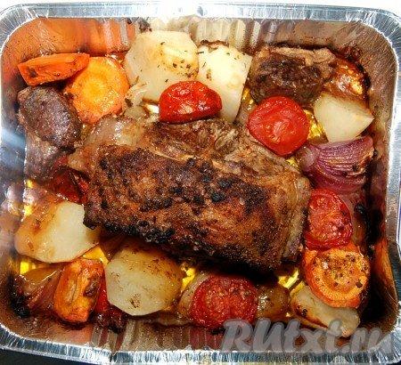 Очень вкусной получается баранина, запеченная в духовке со свежими овощами..