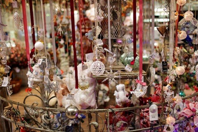 Интересные игрушки на новогодней ярмарке
