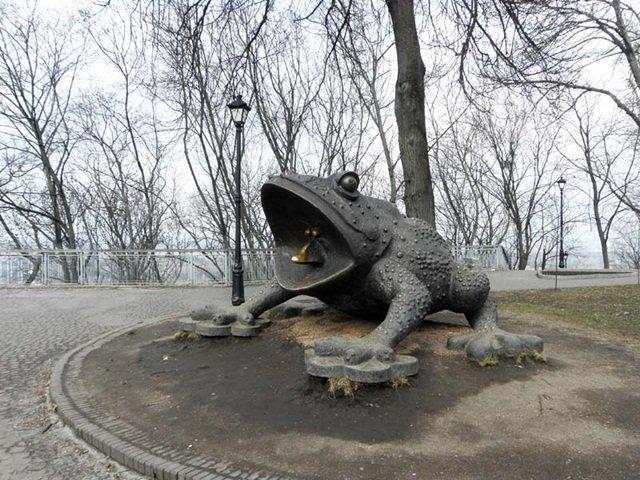 Памятник Жабе.Киев.Интересные памятники.
