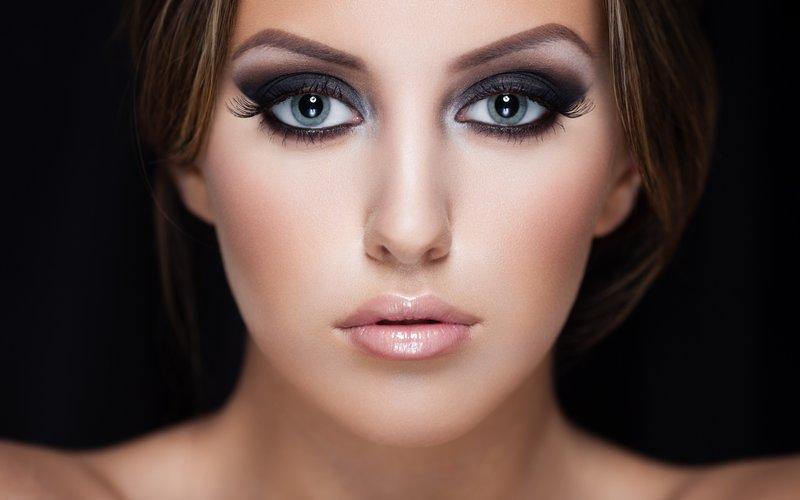 Темные тона в макияже