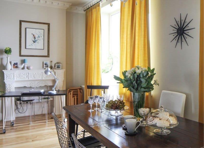 Желтые шторы в интерьере кухни