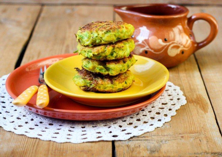 Видео-рецепт вкусных оладий из кабачков