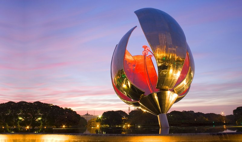 АРГЕНТИНА БУЭНОС-АЙРЕС - Большой металлический цветок