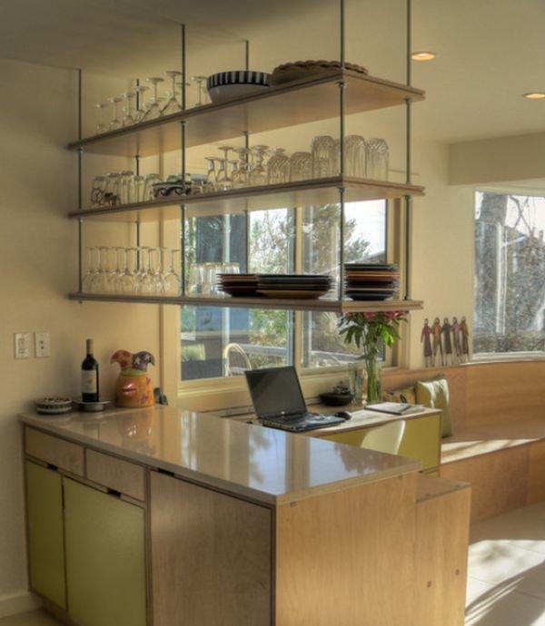 Полки до потолка на кухне фото