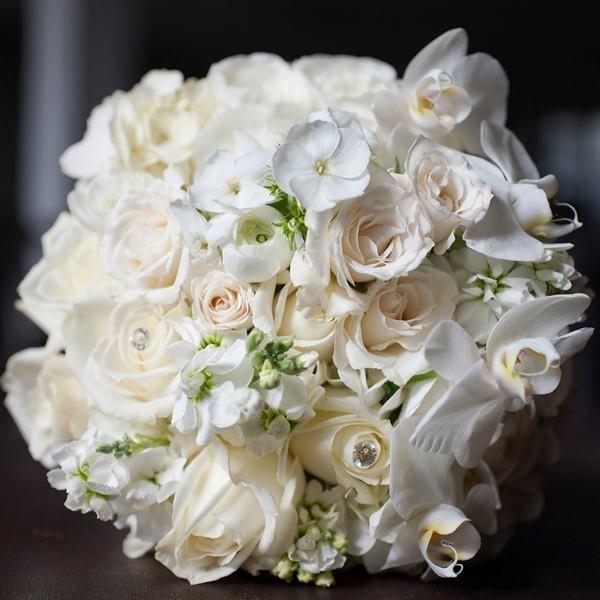 Шикарные белых свадебные букеты фото