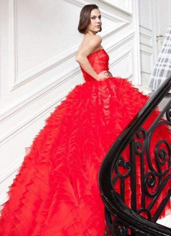 Красное свадебное платье – это оригинальное и смелое решение.