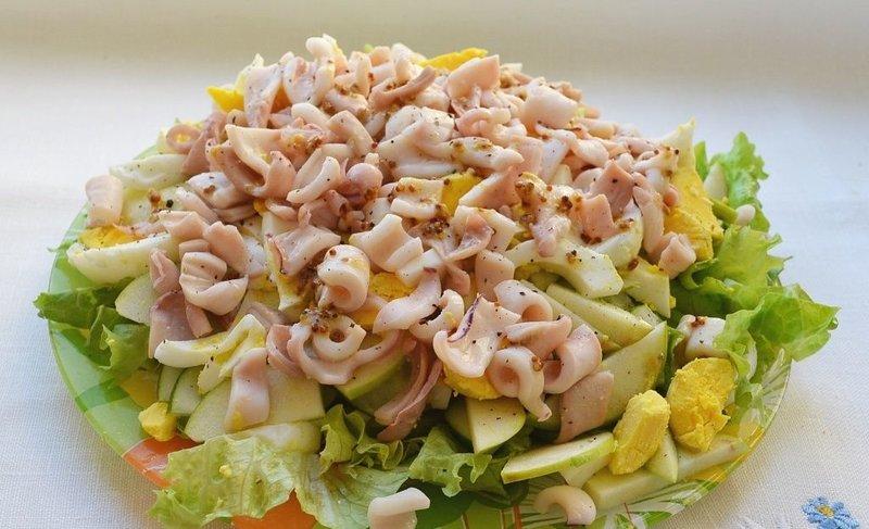 легкий салат с кальмарами с фото