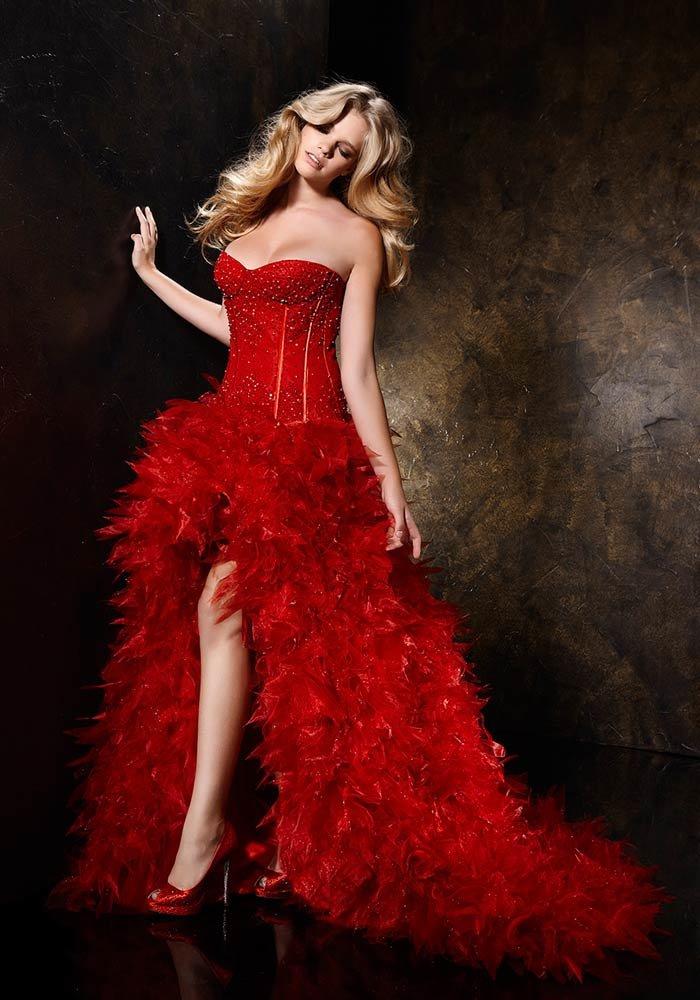 Картинка девушка в красном платье свадебном