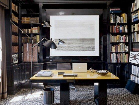 Дизайн домашнего кабинета с темными панелями