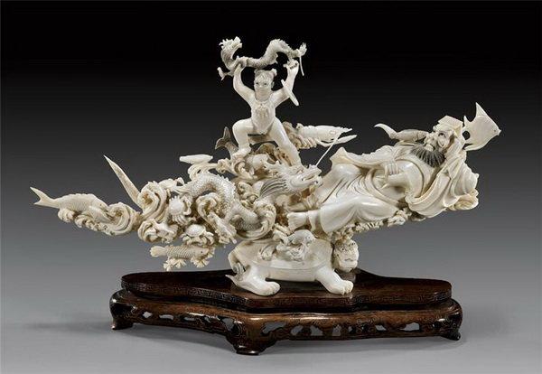 Резьба по кости - один из древнейших видов народного промысла, имеющий свои традиции и неповторимый стиль.  В Китае резьба по слоновой кости известна еще с доисторических времен. На раскопках развалин столицы династии Ин, существовавшей 3700...