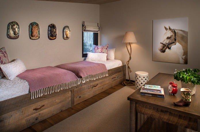 Детская комната в стиле кантри с лошадьми