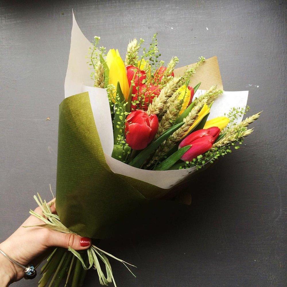 Зала букеты, дизайн и оформление букетов цветов своими руками