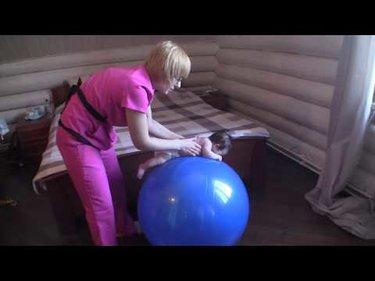 Фитбол для грудничков: упражнения для новорожденных в 1, 2, 3, 4 ... | 281x375