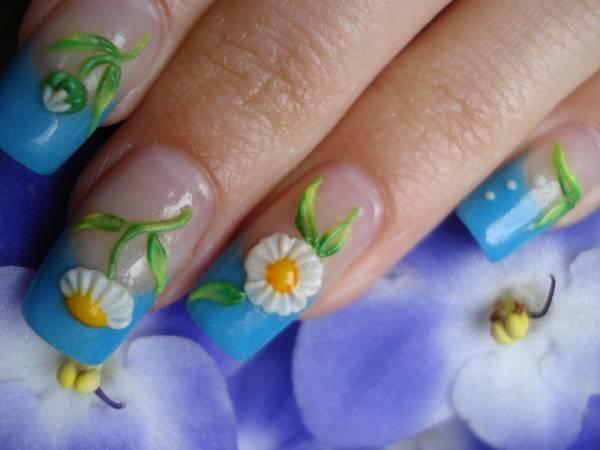 Маникюр с цветами: очарование природных форм