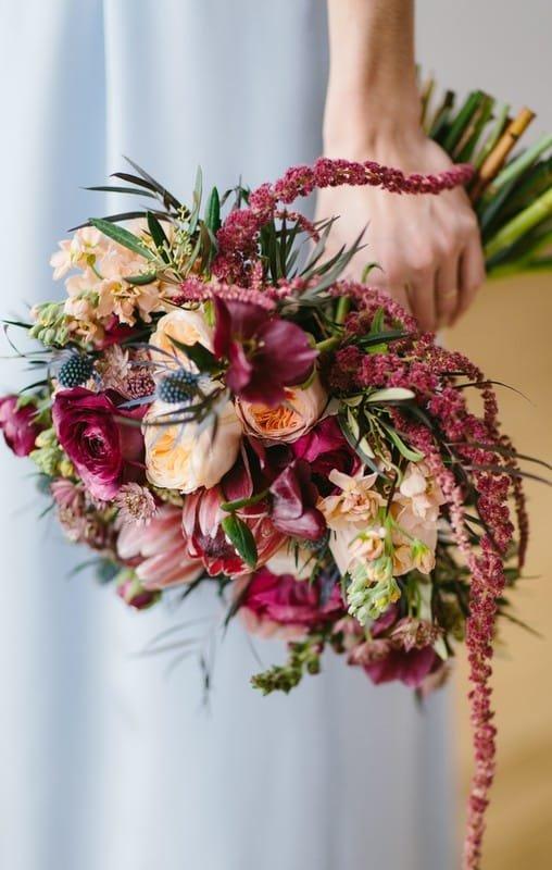 Из каких цветов можно собрать изысканный свадебный букет цвета марсала